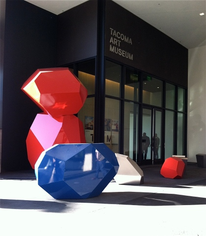 A sculptural work by Julie Speidel adds wow to lower-level entrance.